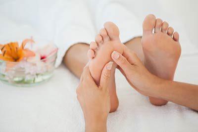 Fußreflexzonen werden massiert
