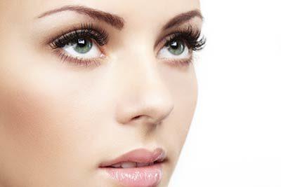 schöne Augen mit Wimpernverlängerung